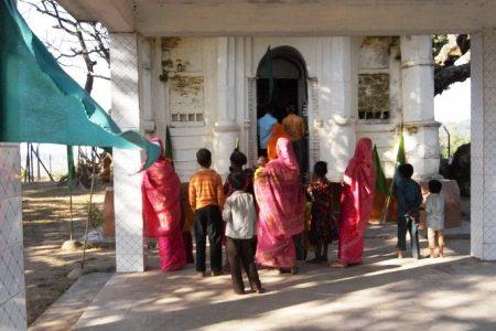All of one place: A Muslim saint, a converted Hindu princess, and a Hindu deity
